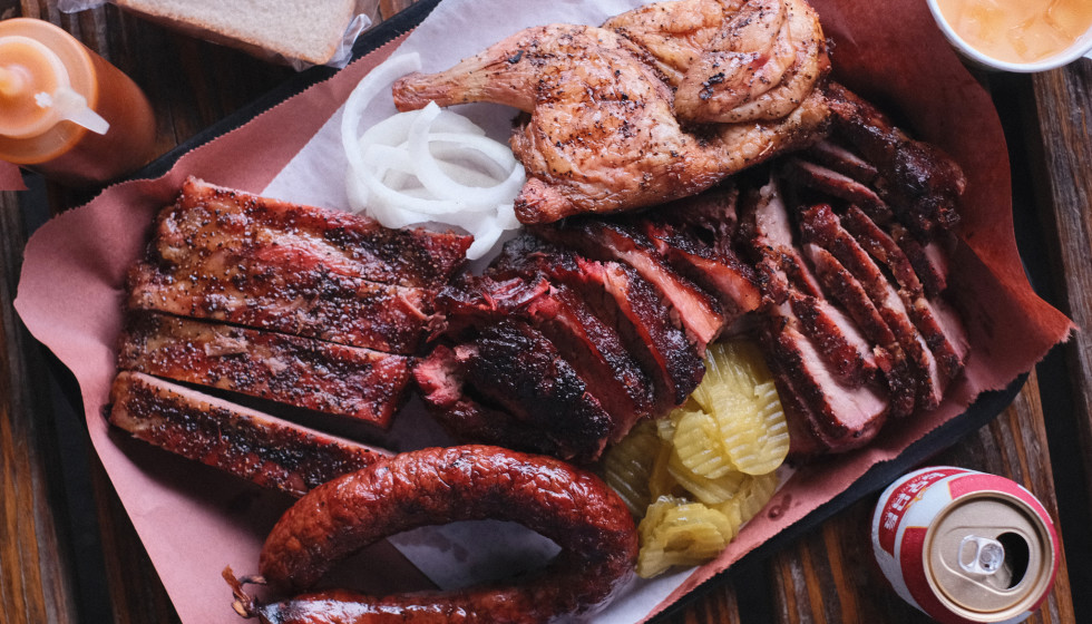 Snow's BBQ barbecue tray
