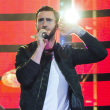 Maroon 5 Adam Levine ear