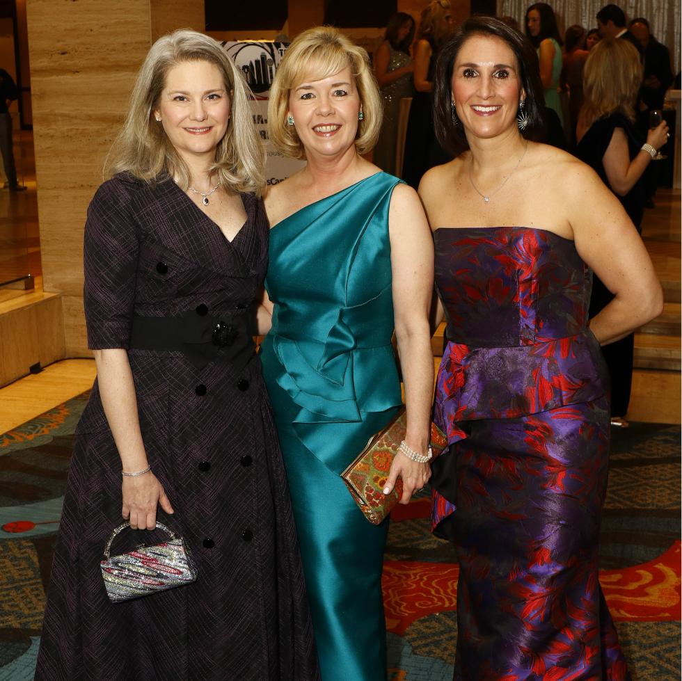 Kristina Whitcomb, Christie Carter, Isabell Novakov