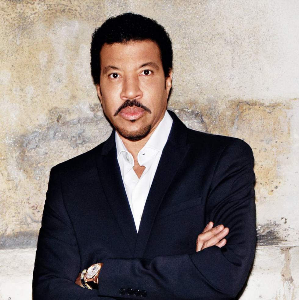 Lionel Richie standing arms crossed
