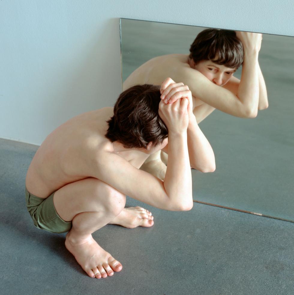 Ron Mueck: Crouching Boy in Mirror