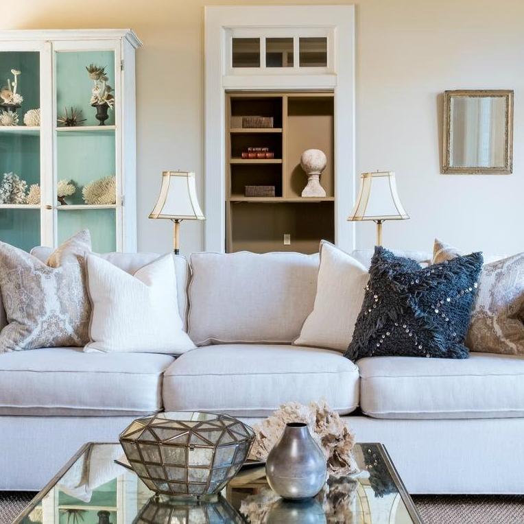 Dennis Quaid Lake Austin Living Room Detail 2