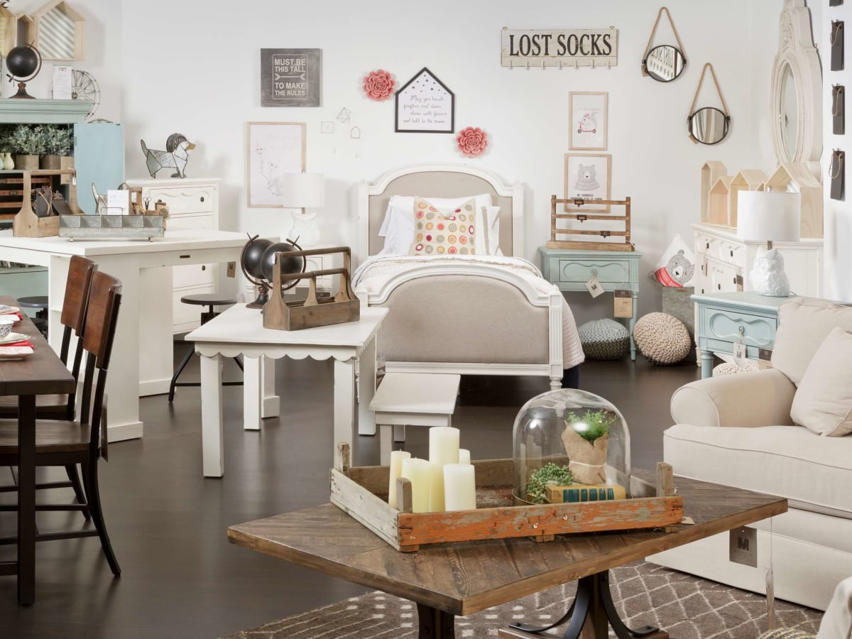 Hgtv Star Offers Fixer Upper Style With New Furniture