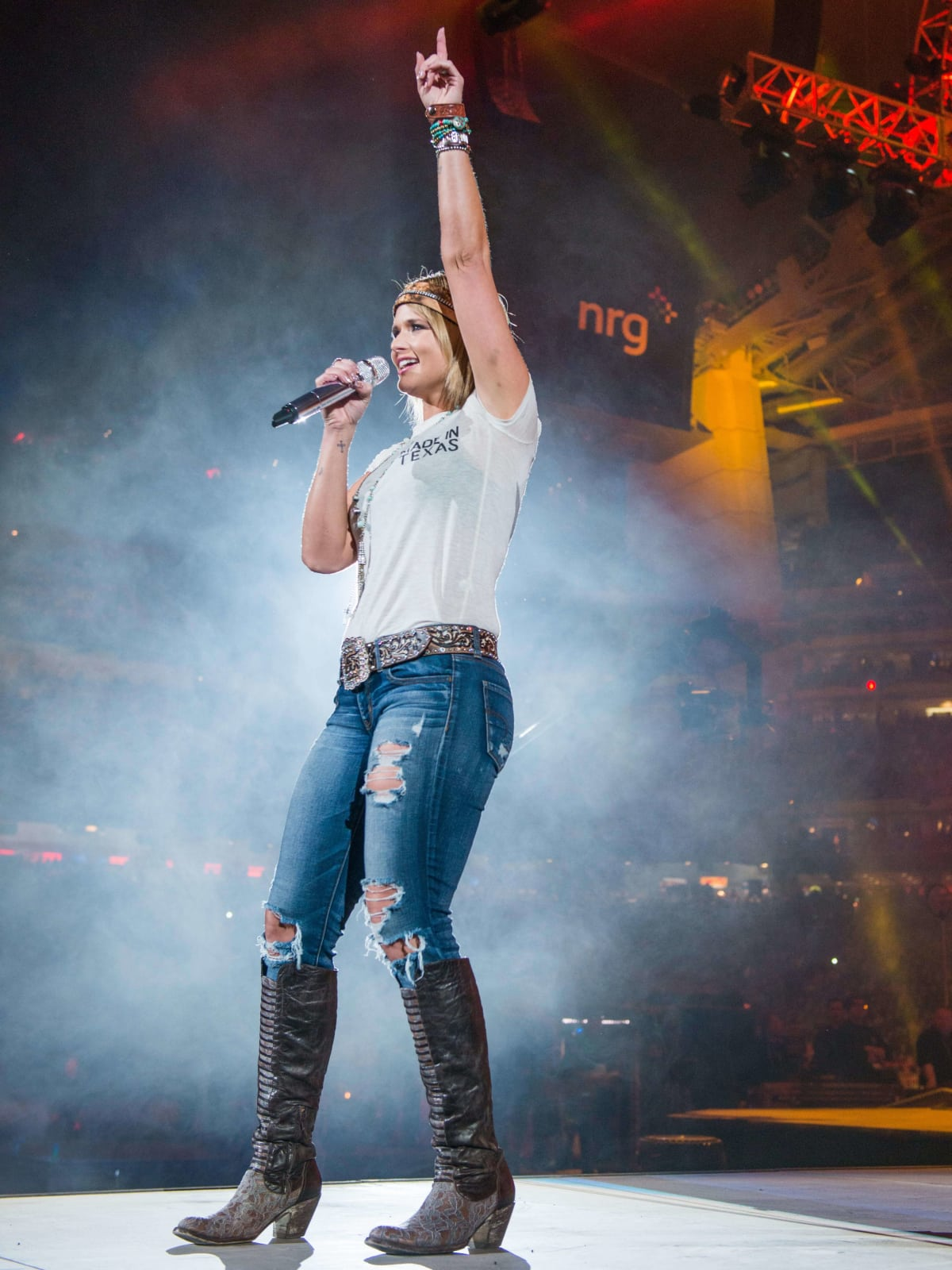 Smokin Hot Miranda Lambert Makes Beautiful Music With