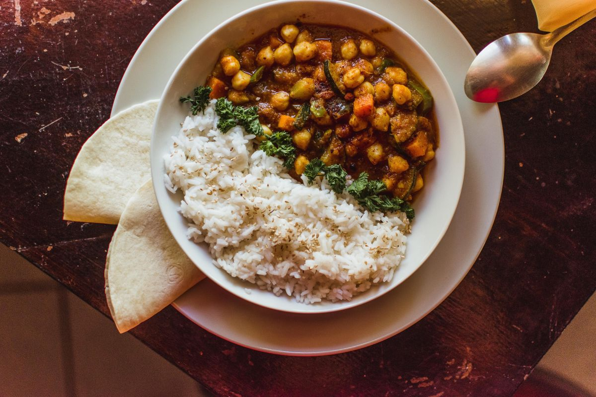 simple vegan Indian inspired curry with chickpeas