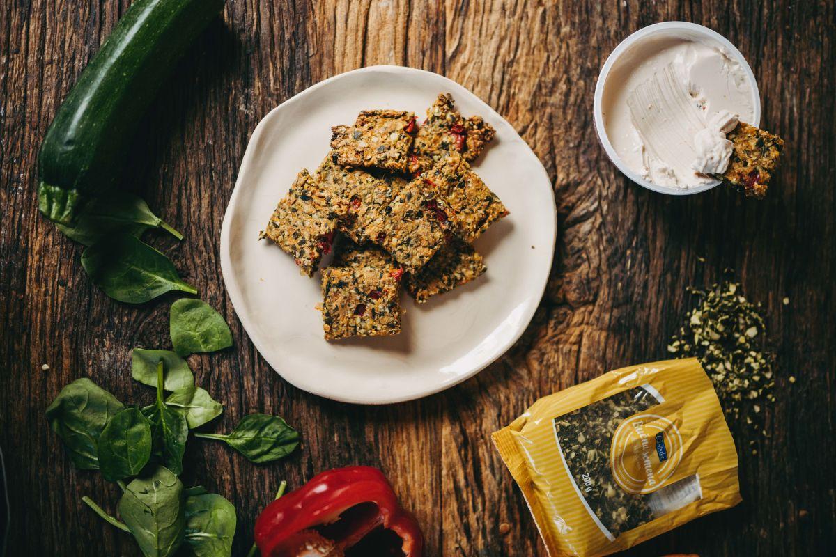 Hrustljavi zelenjavni krekerji iz zelenjave, ki ni več tako zelo sveža.