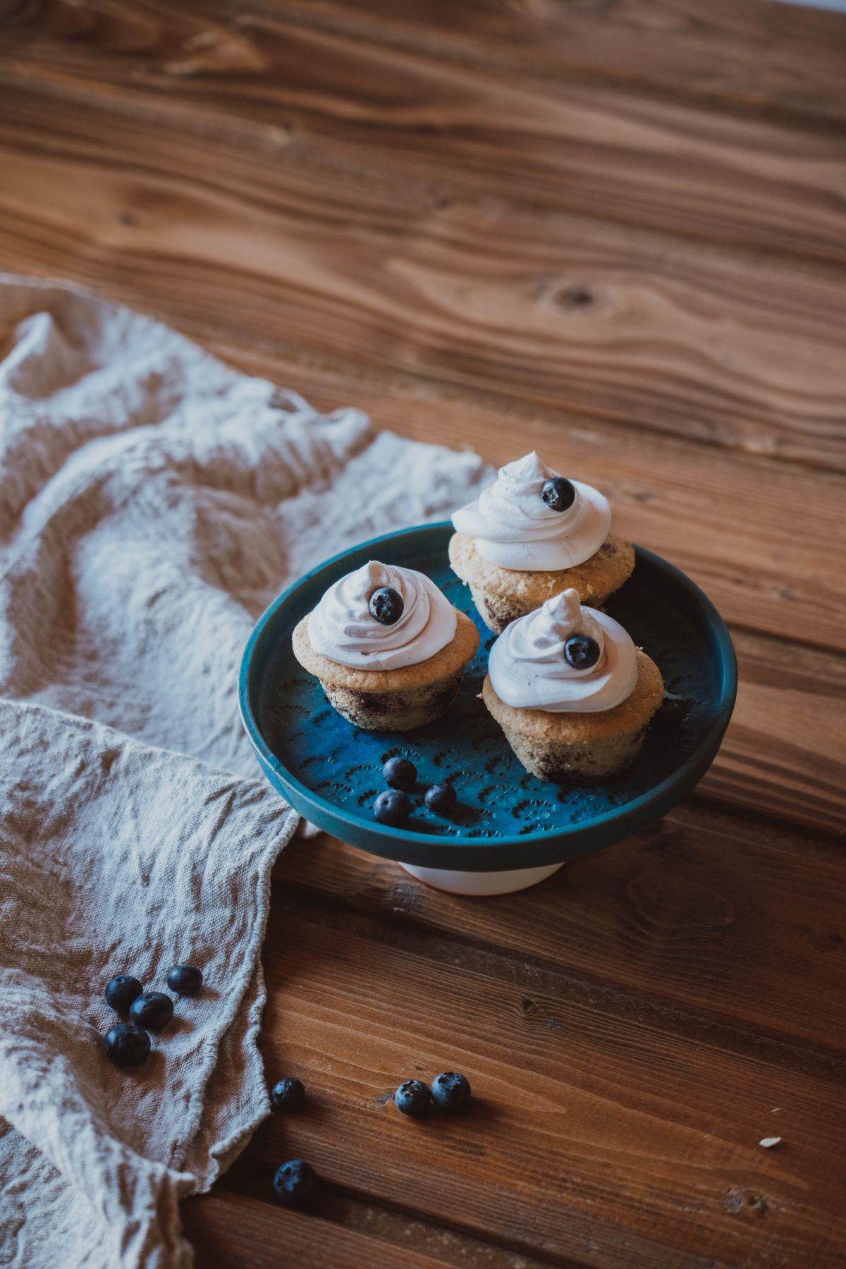 Veganski muffini z borovnicami brez glutena.