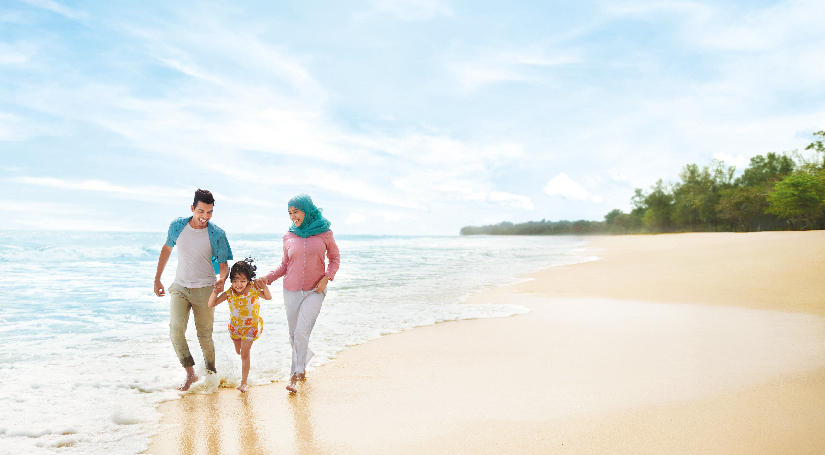 In Johor, you can find lots of elegant beaches along the east coastline. You are able to picnic or have a staycation at the beach resort as well.