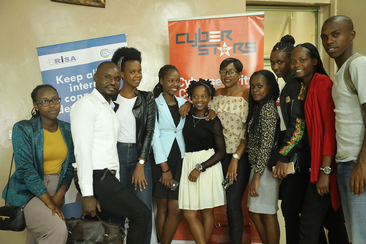 Rwandan-students-with-the-Kenyan-Cyber-security-expert-Kapere