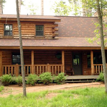 Two-Bedroom Log Cabin 9
