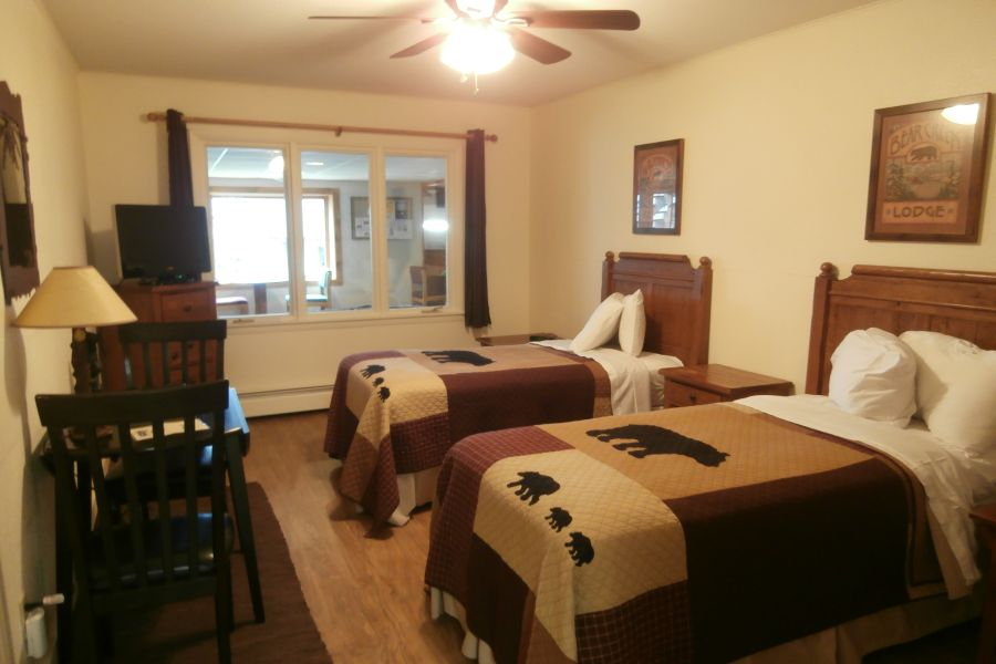 . Two Bedroom Hotel Room    The Beacons of Minocqua