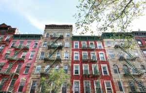 ny landlords avoid broker's fee imageL: upward angle photograph of new york city apartments