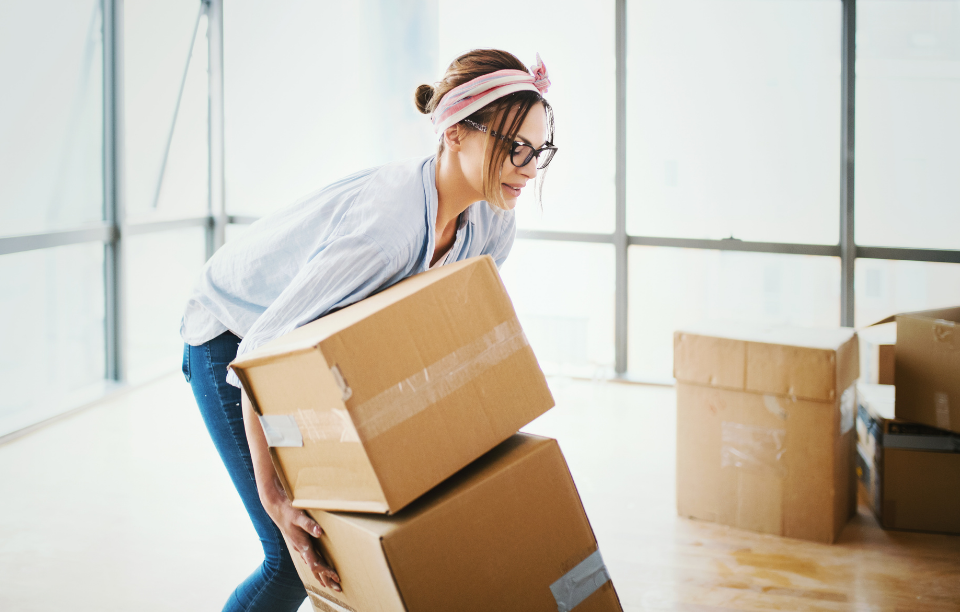 30 day notice to landlords: woman with glasses packing and moving boxes