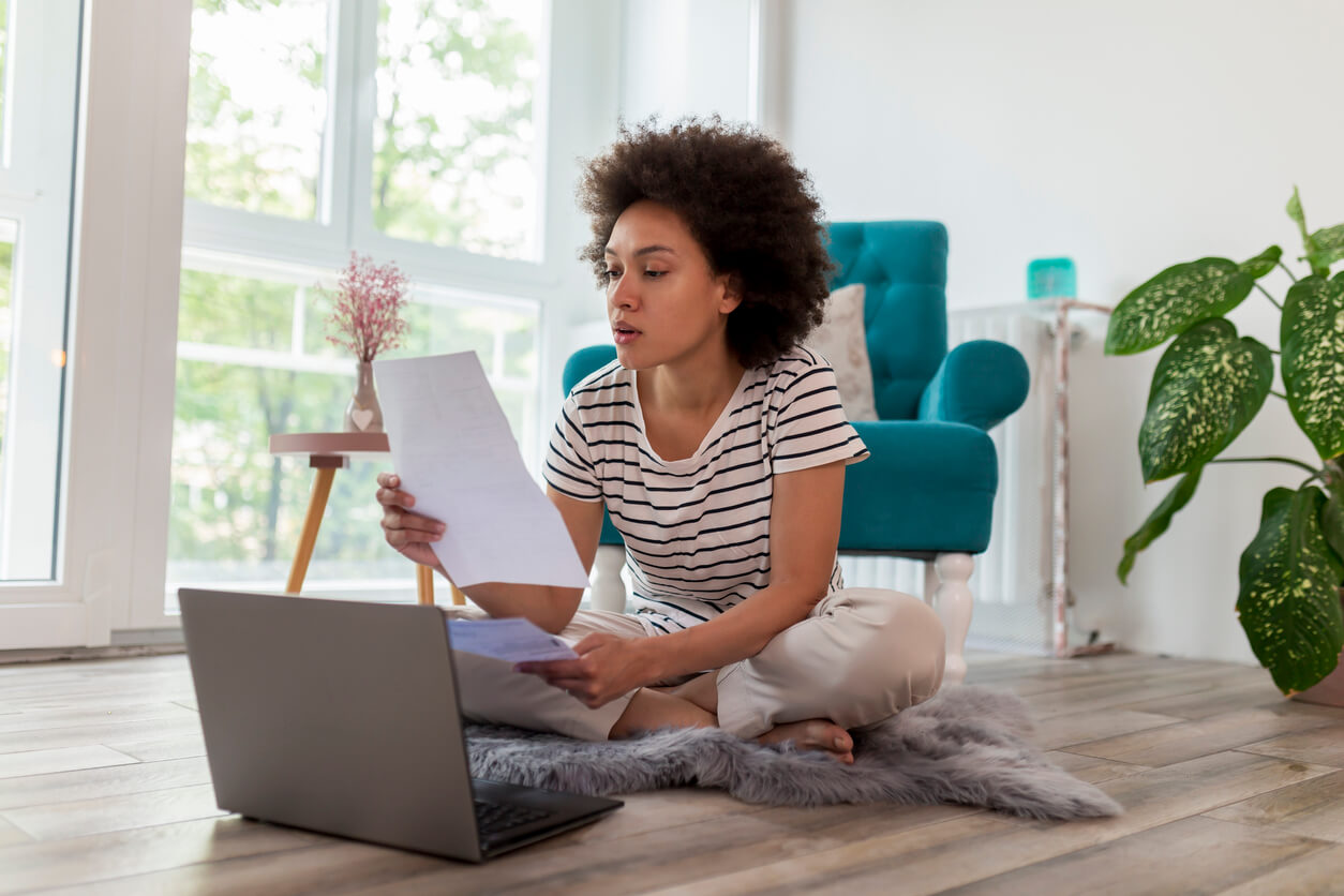 report my rent payments to credit bureau hero image: Woman paying bills online