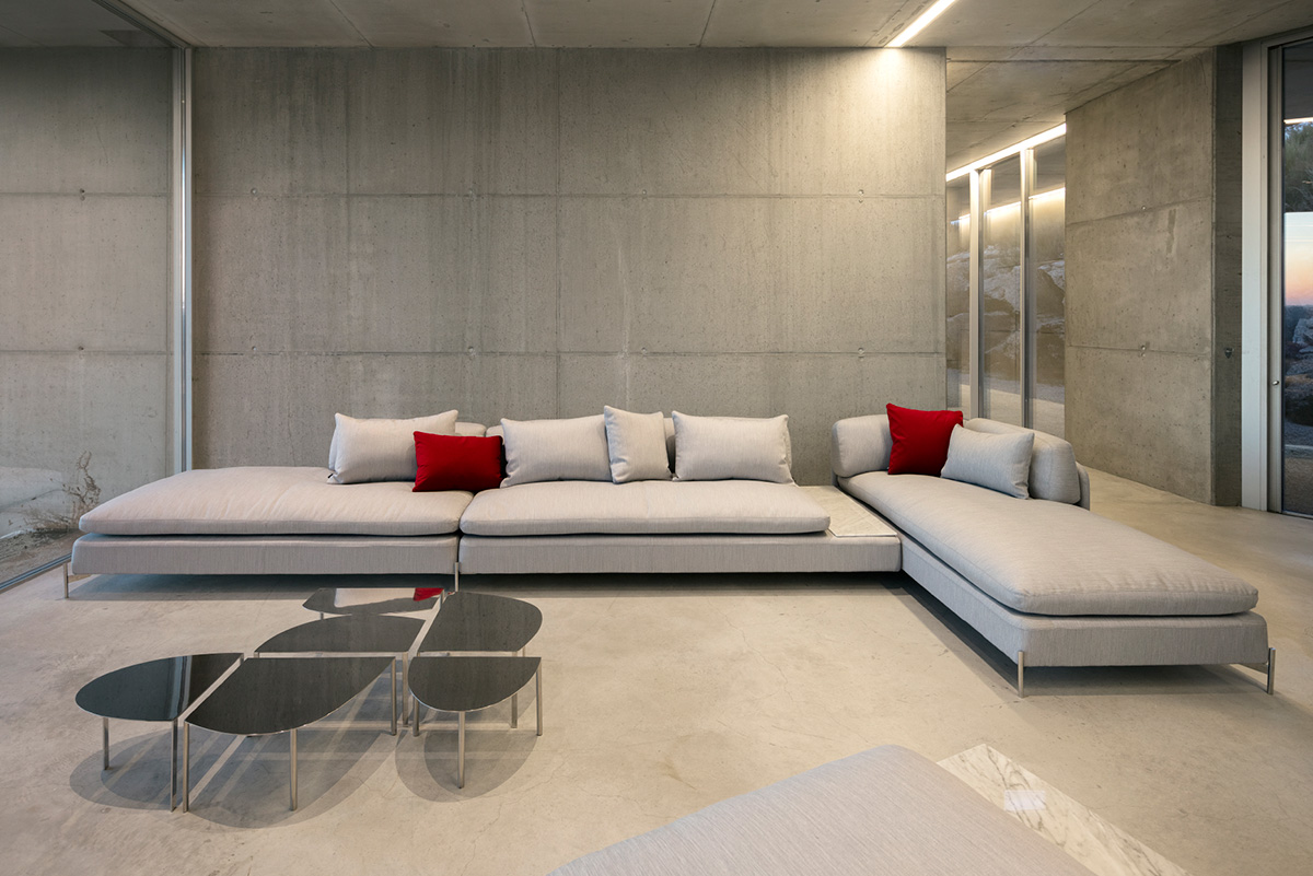 Dux Alicia Sofa