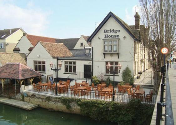 Bridge House Pub
