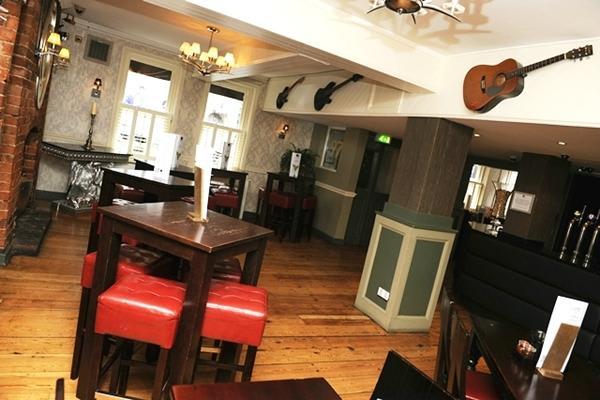 B Lounge Pub