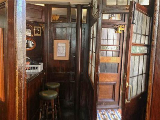 Hand & Shears Pub