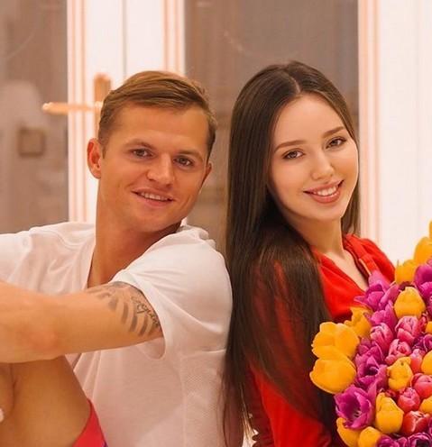 Анастасия Костенко и Дмитрий Тарасов перестали скрывать лицо младшей дочери