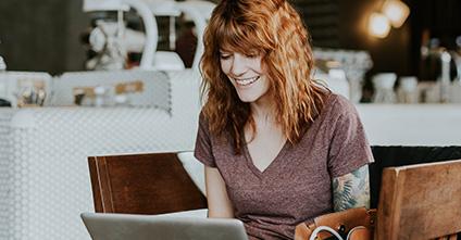 Frauen und die Online-Partnersuche – Paartherapeutin Ingrid Strobel klärt auf