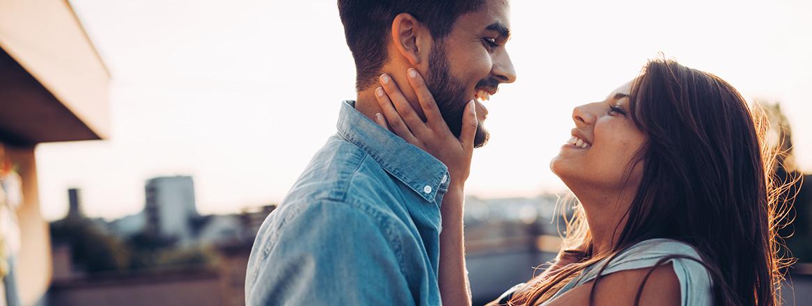 Fernbeziehung führen: 11 Tipps, 23 Vorteile & 9 Probleme