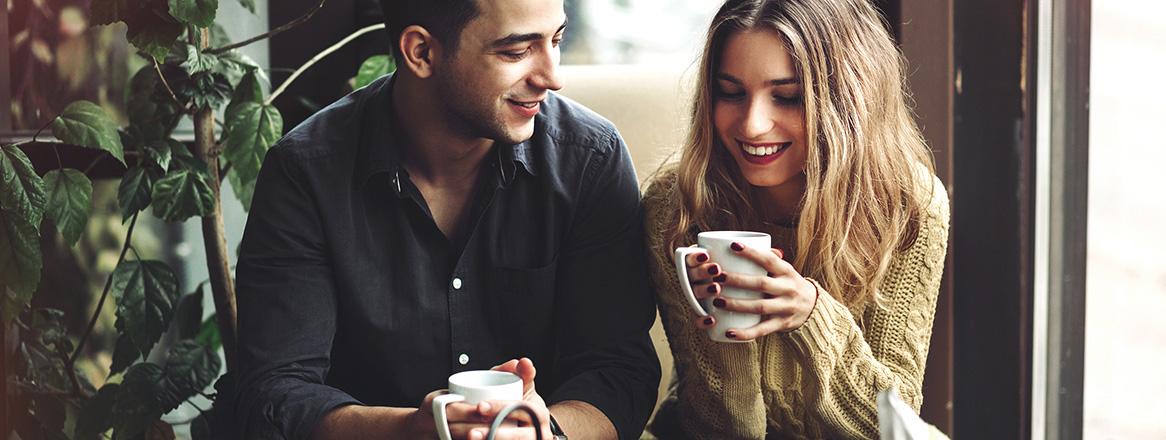 Körpersprache Mann: Woran erkennen Sie sein Interesse?