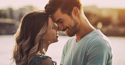 Wie verlieben sich Männer? Auslöser, Signale – und kleine Tricks