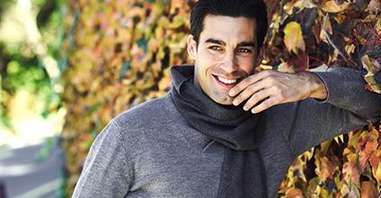 Schüchterne Männer: Wie sie flirten und 8 Taktiken sie zu erobern