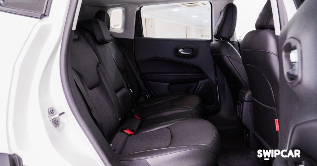 interior jeep compass