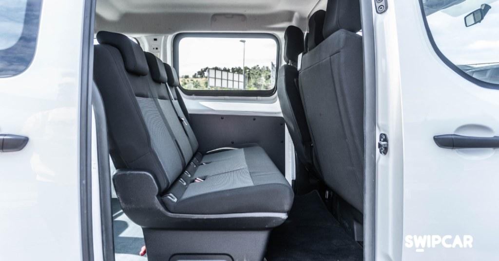 Peugeot Expert Combi interior
