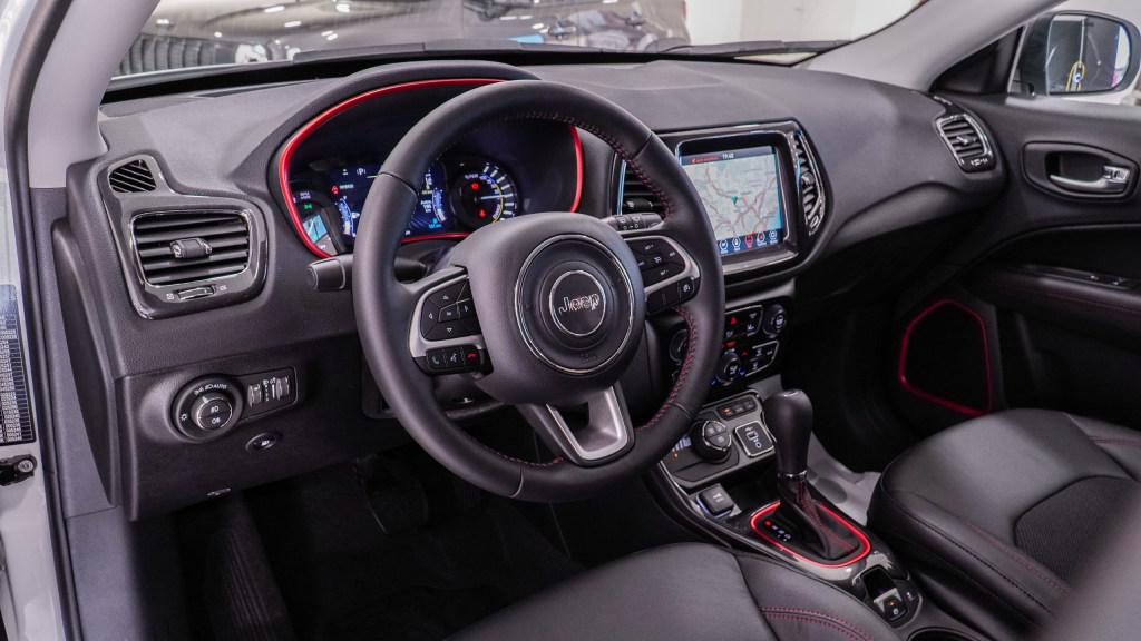 interni jeep compass