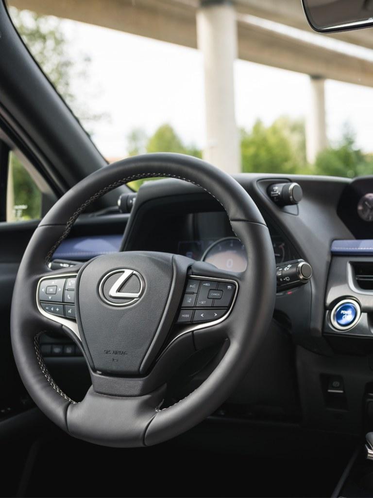 volante lexus ux