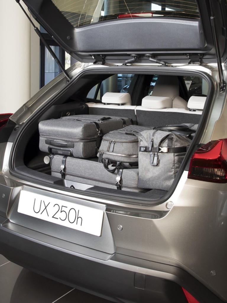 maletero lexus UX