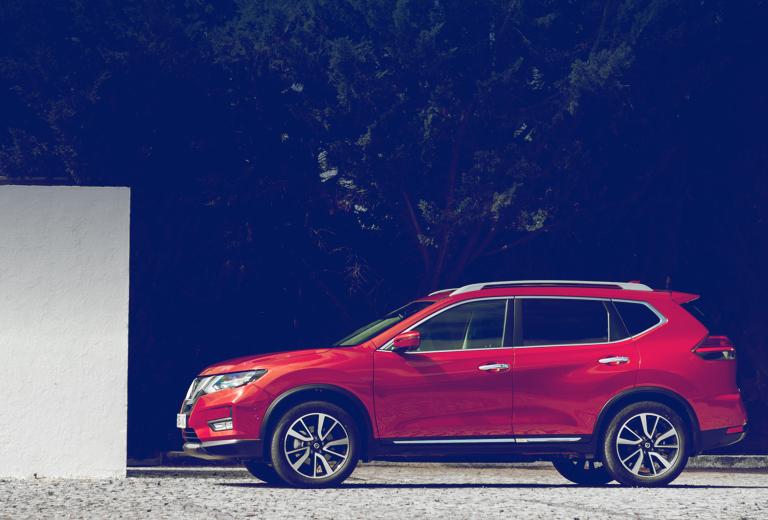 Nissan X-Trail background