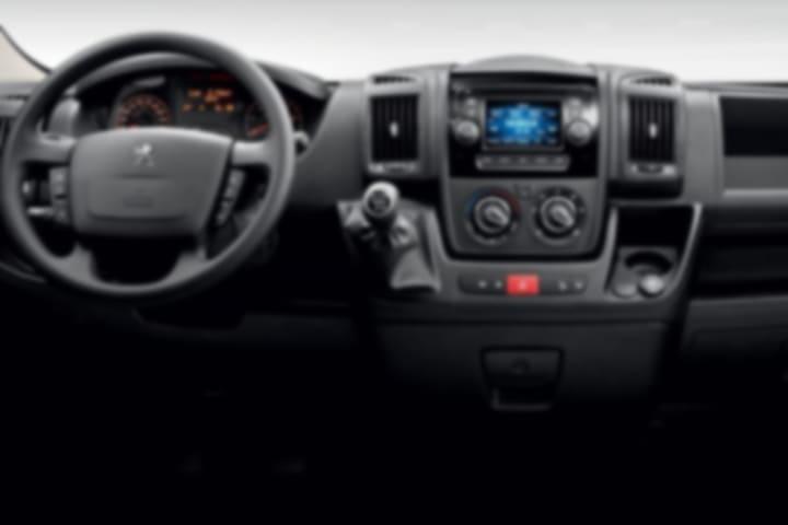 Peugeot-Boxer-Furgon Pack 330 L1H1 BlueHDi-interior