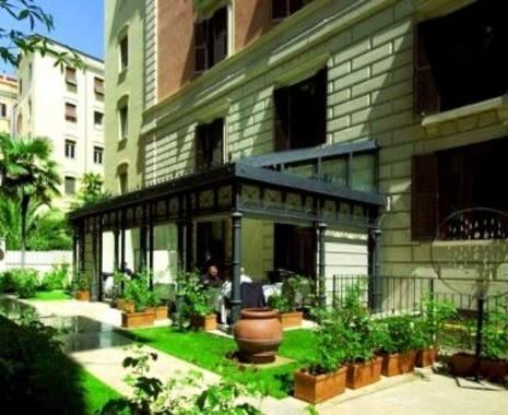 Perfect Hotel Rose Garden