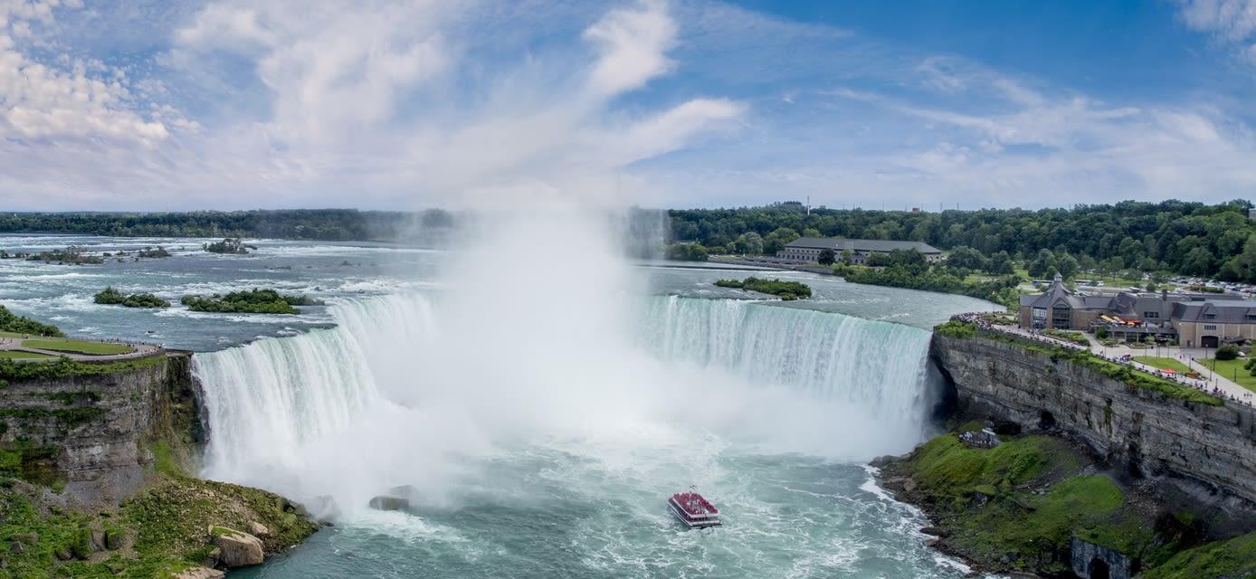 Horeshoe Falls Hornblower Niagara Cruises
