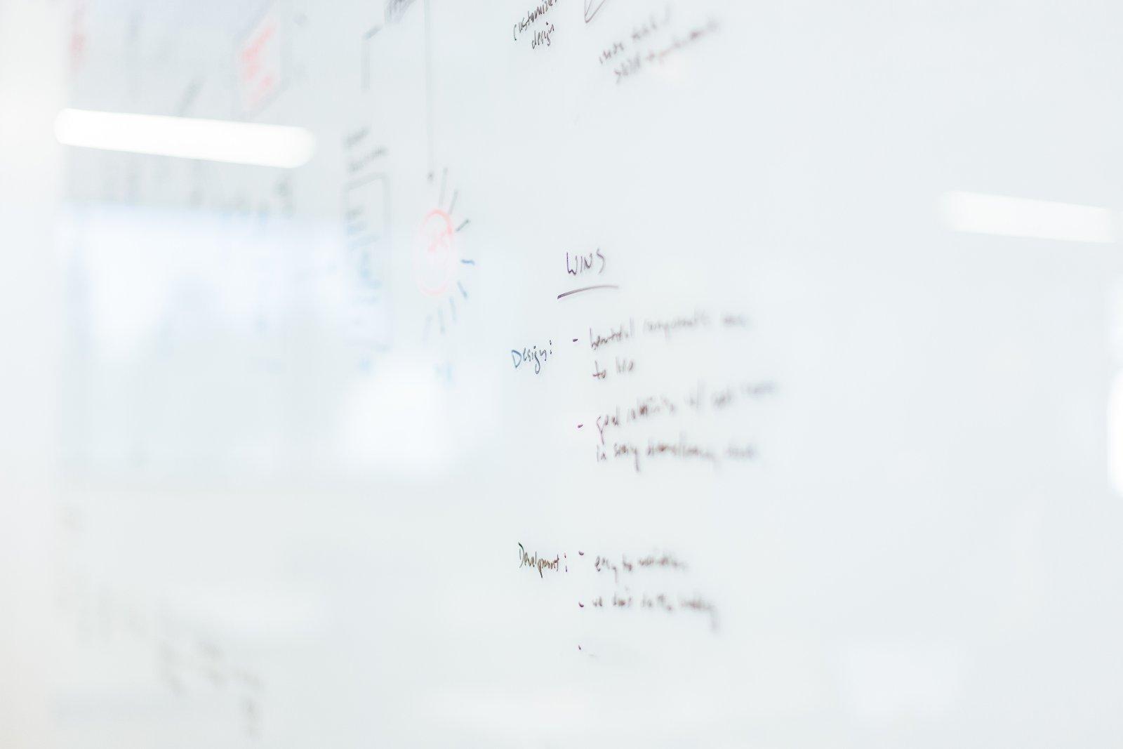 L'utilisation d'un tableau blanc pour donner des cours en ligne