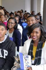 Students From The Bahamas Tour Monroe College In New Rochelle