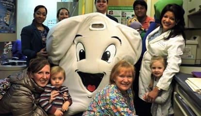 Sen. Carlucci, Briarcliff Dentist Promote Children's Dental Health Month
