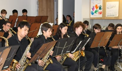 White Plains Men's Shelter Treated To Music, Dinner By Scarsdale Students
