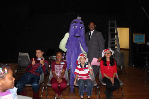 Mount Vernon Students Eagerly Accept Superintendent's Reading Challenge