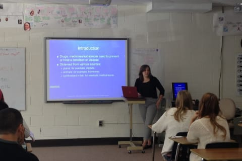New Visions Health Alumna Speaks To Students