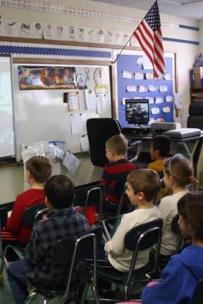 Greenvale Students Meet Children's Author Tomie dePaola