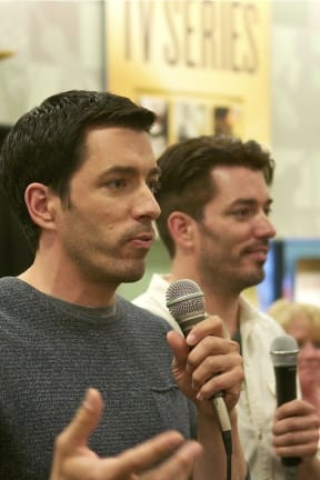 TV's Property Brothers Draw Big Crowd In White Plains