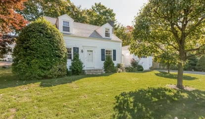 10 Lockwood Drive, Old Greenwich, CT 06870