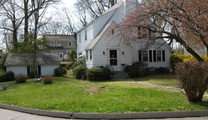 25 Maple Drive, Old Greenwich, CT 06870