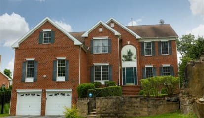 12 Red Oak Lane, Cortlandt Manor, NY 10567