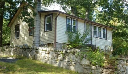 49 Laurel Road, Lake Peekskill, NY 10537
