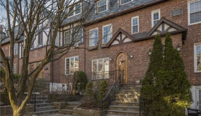 6 Bacon Court, Bronxville, NY 10708